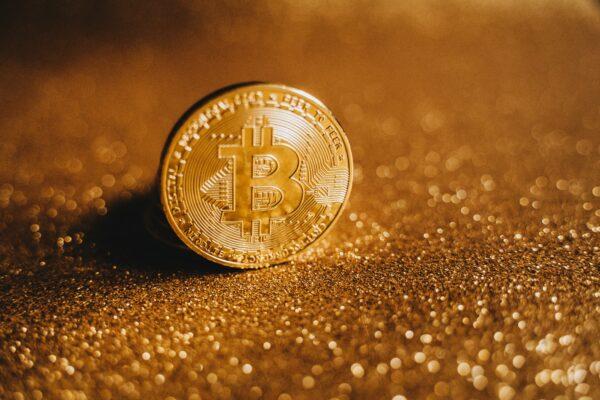 Czy warto inwestować w złoto i jak to robić?