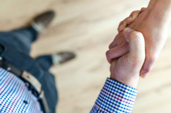 Dlaczego warto tworzyć kulturę zaufania w swojej firmie? 7 sprawdzonych strategii.